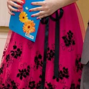 Продам красивое яркое малиновое платье
